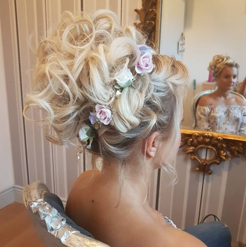 Stunning upstyle by Lyndsey Kelly.jpg